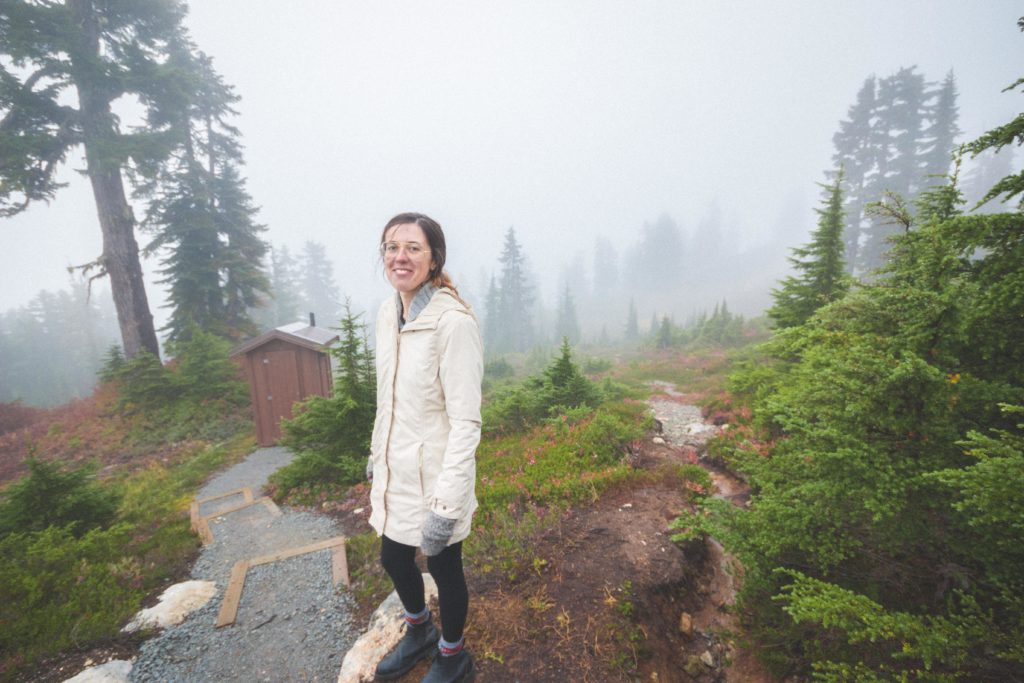 Hiking to Elfin Lakes