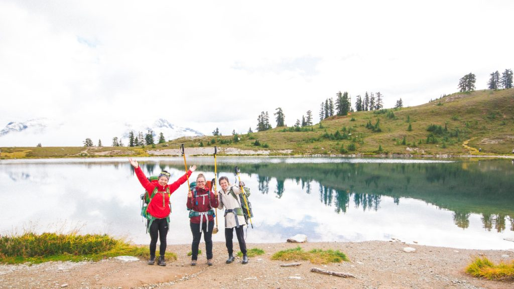 backcountry women hiking to Elfin Lakes