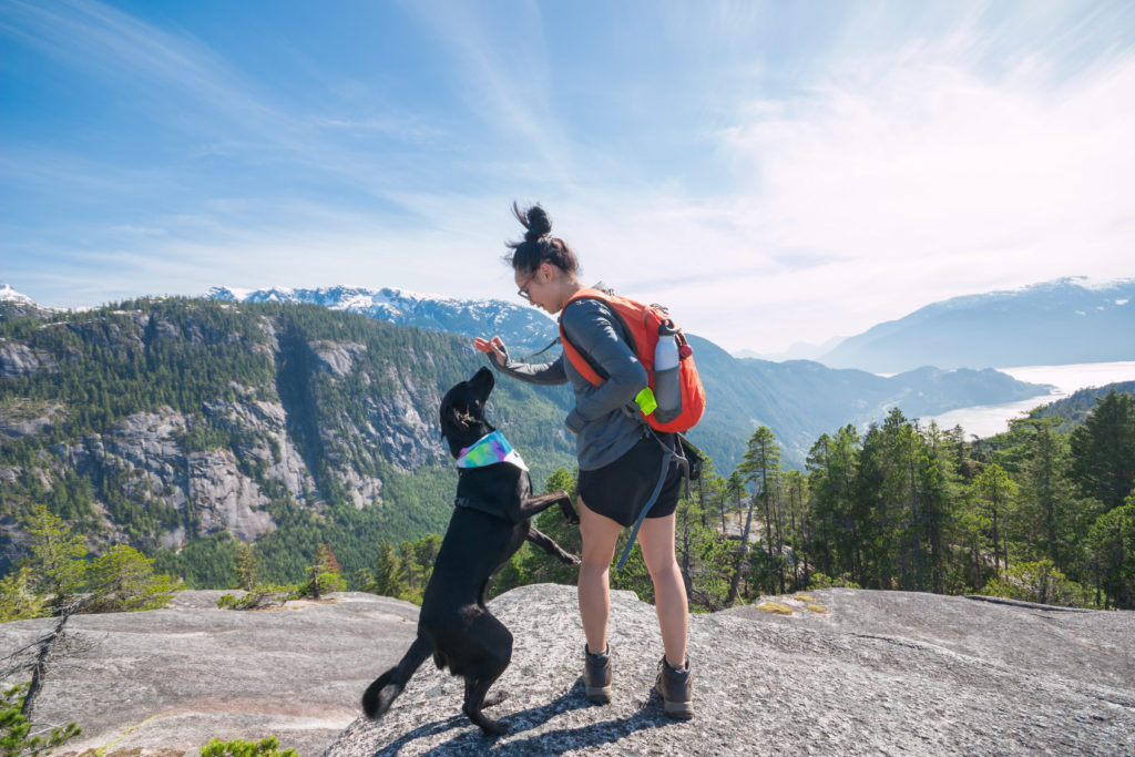 Josie-and-Rey-hike-to-third-peak-of-stawamus-chief